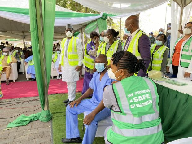 Nigeria begins COVID19 vaccination as health workers take their first shots in Abuja (photos)