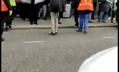 Pro-Buhari protesters leave Abuja House in London after being booed by Anti-Buhari protesters (video)