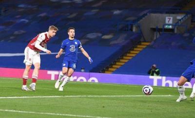 Emile Smith Rowe scores against Chelsea