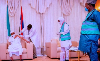 President Buhari receives second dose of the AstraZeneca/Oxford COVID-19 Vaccine at the State House (video)