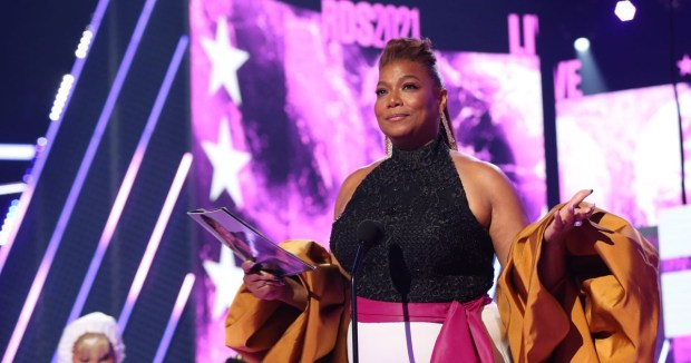 Queen Latifah gets emotional while accepting Lifetime Achievement Award at 2021 BET Awards (videos)