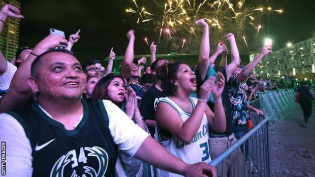 Milwaukee Bucks fans