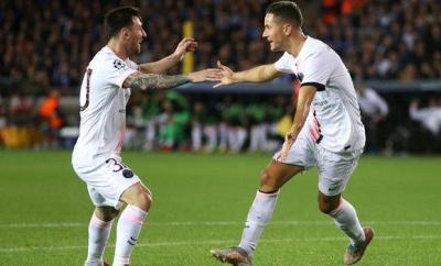 Lionel Messi celebrate with Ander Herrera after the midfielder's opener