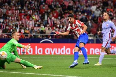 Luis Suarez scores for Atletico Madrid