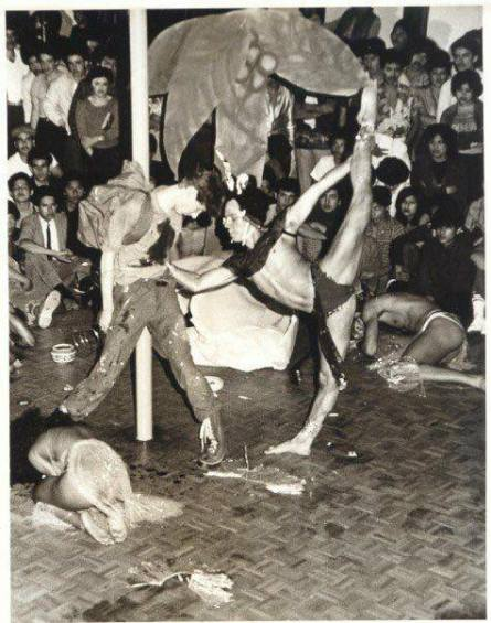 Viktor Manoel (doing the splits) winning the grand champion title at a whacking competition at Gino's II in the late '70s/early '80s