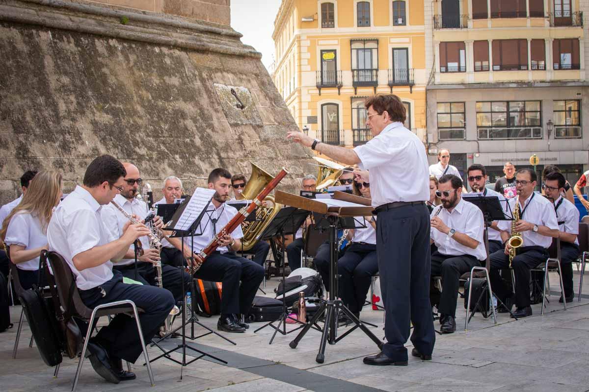 Concierto de la Banda Municipal en el XXI Concurso de pintura al aire libre 'Ciudad de Badajoz'