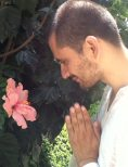 Rafael y su flor