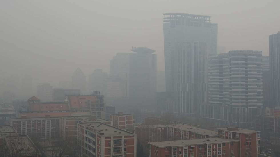 bad air quality and smog in a large city