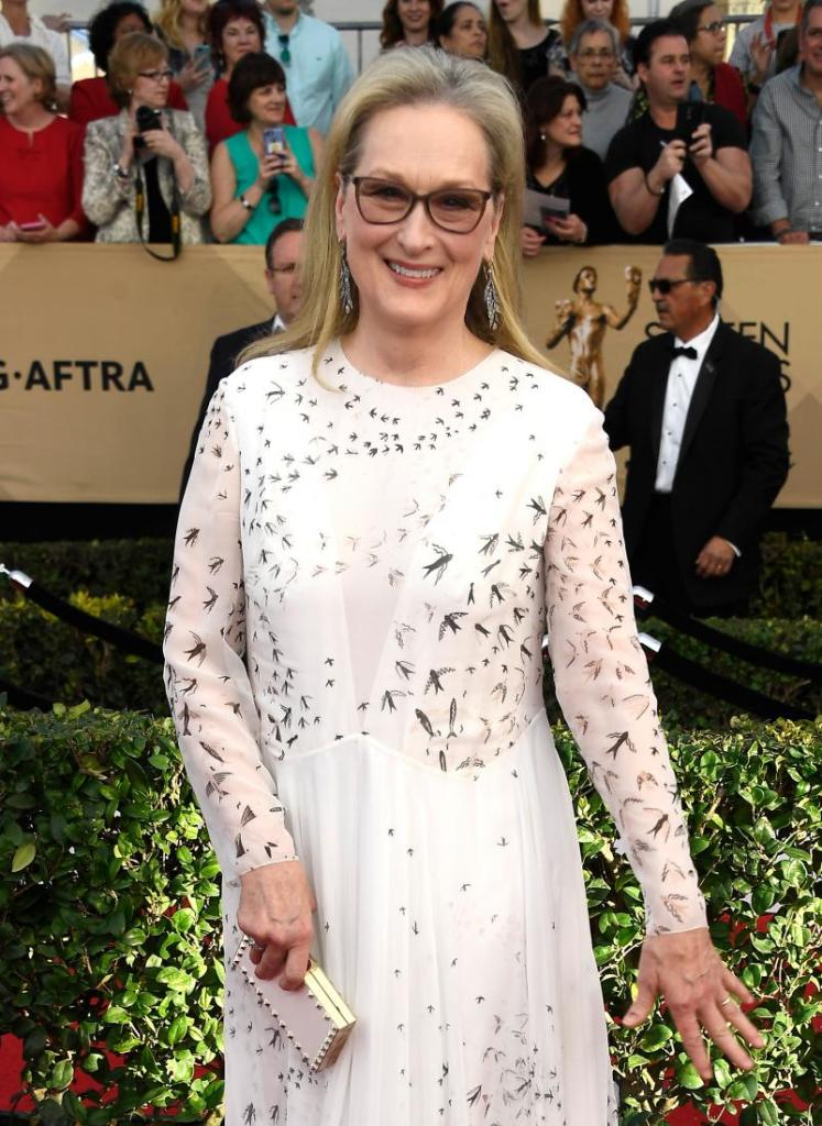 meryl-streep-sag-awards-red-carpet-4chion-lifestyle