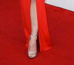 sophie-turner-shoes-sag-awards-4chion-lifestyle