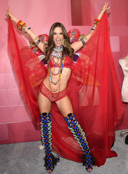 fashion-show-backstage-2017-lais-fantasy-bra-adriana-alessandra-balmain-victorias-secret 4chion lifestyle m