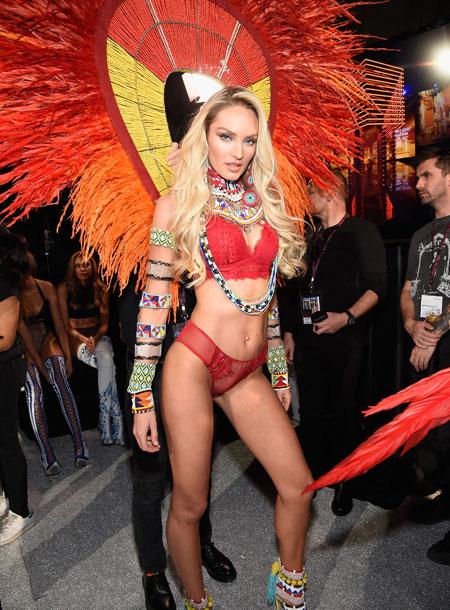 fashion-show-backstage-2017-lais-fantasy-bra-adriana-alessandra-balmain-victorias-secret 4chion lifestyle l