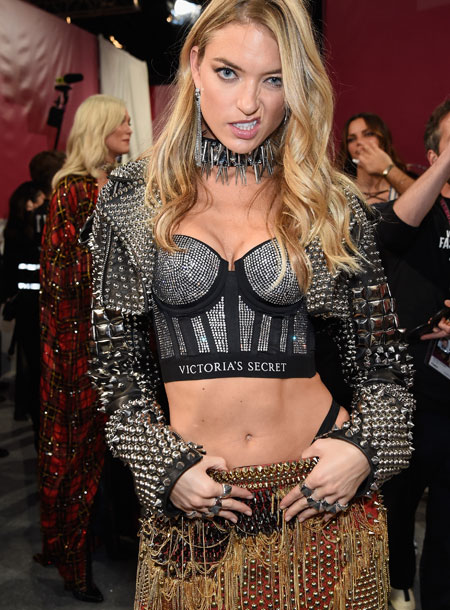 fashion-show-backstage-2017-lais-fantasy-bra-adriana-alessandra-balmain-victorias-secret 4chion lifestyle d