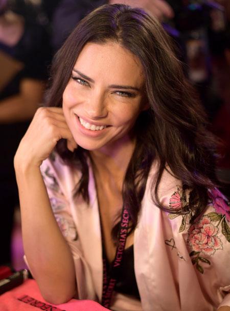 fashion-show-hair-makeup-2017-adriana-victorias-secret 4chion lifestyle