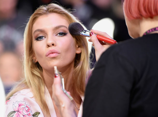 fashion-show-hair-makeup-2017-stella-victorias-secret 4chion lifestyle
