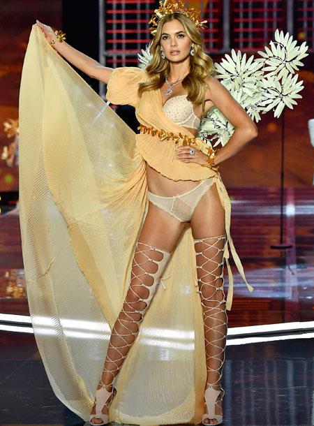 fashion-show-runway-2017-goddesses-megan-look-6-victorias-secret 4chion lifestyle