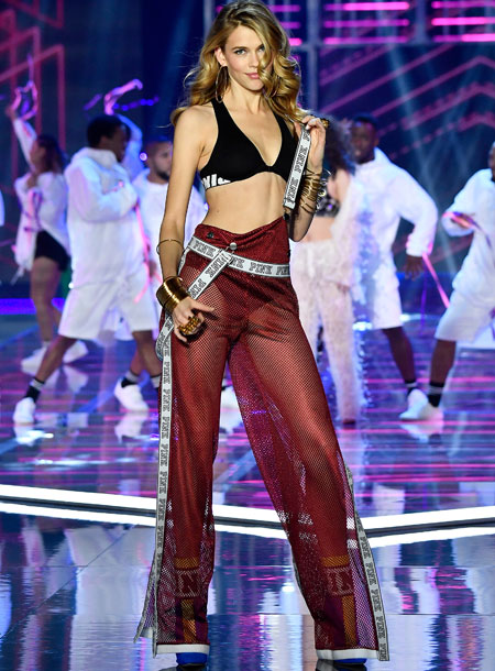 fashion-show-runway-2017-millenial-nation-victoria-look-12-victorias-secret 4chion lifestyle
