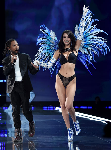 fashion-show-runway-2017-muscial-guests-miguel-8-victorias-secret 4chion lifestyle