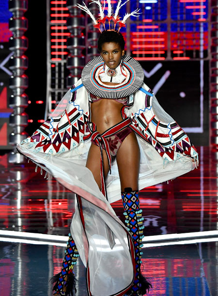 fashion-show-runway-2017-nomadic-adventure-amilna-look-4-victorias-secret 4chion lifestyle