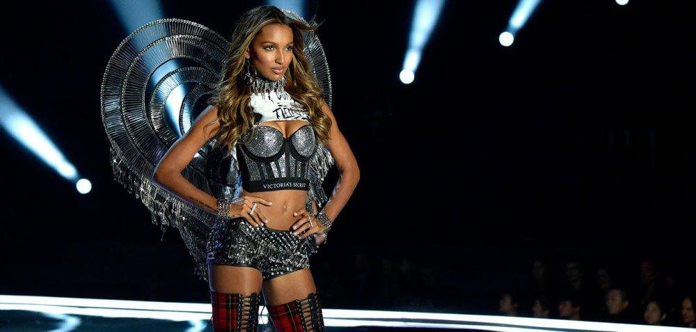 fashion-show-runway-2017-punk-angel-jasmine-look-23-detail-victorias-secret 4chion lifestyle