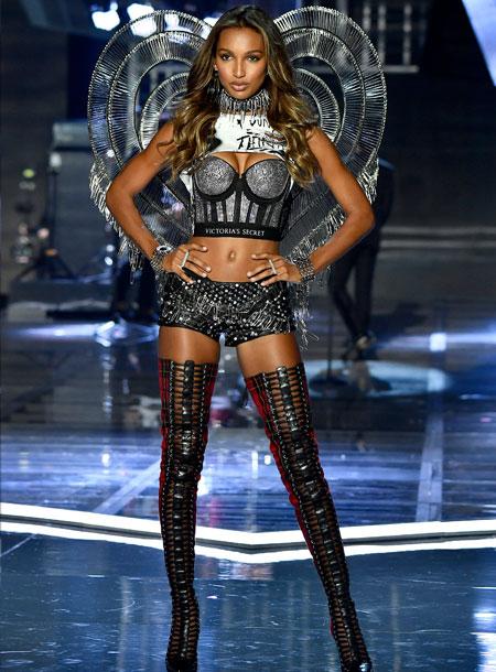 fashion-show-runway-2017-punk-angel-jasmine-look-23-victorias-secret 4chion lifestyle
