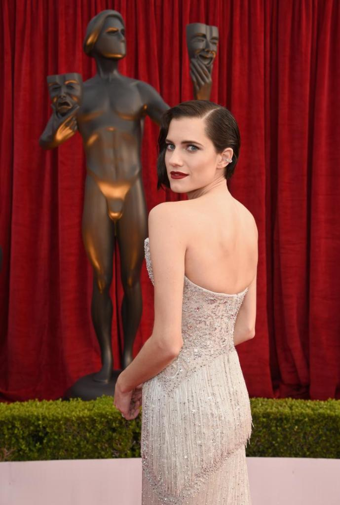 Allison Williams red carpet SAG Awards 4Chion Lifestyle