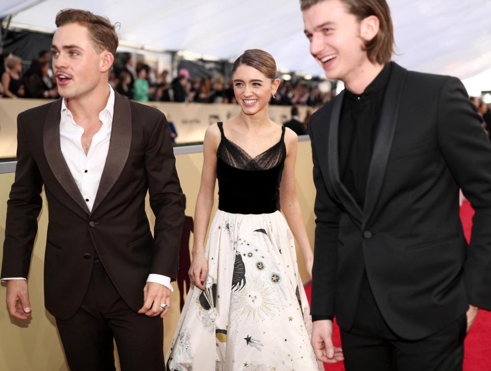 Dacre Montgomery, Natalia Dyer and Joe Keery red carpet SAG Awards 4Chion Lifestyle