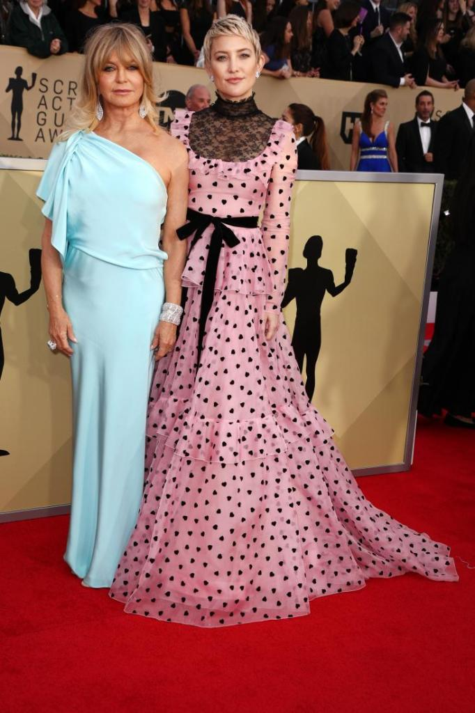Goldie Hawn (L) and Kate Hudson red carpet SAG Awards 4Chion Lifestyle a