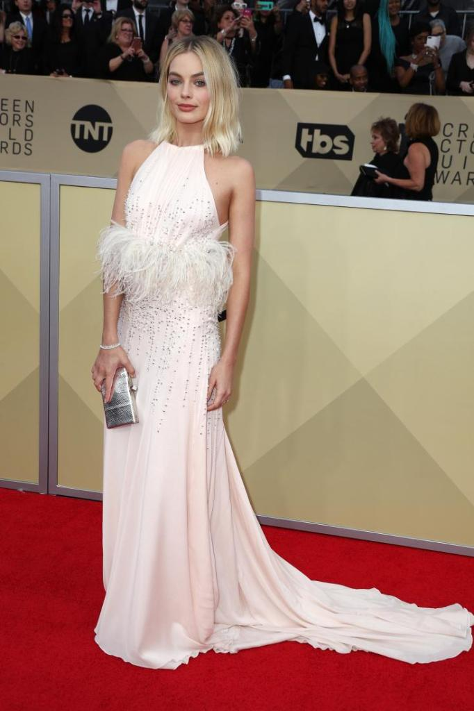 Margot Robbie red carpet SAG Awards 4Chion Lifestyle