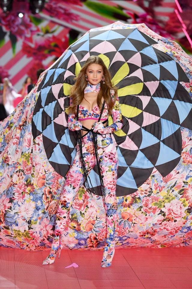 898d8d522d Liu Wen  2018 Victoria s Secret Fashion Show in New York - Runway