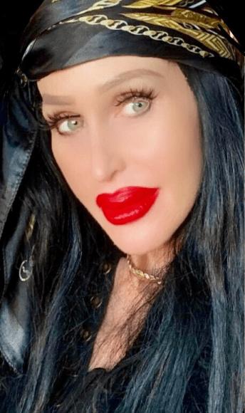 Gia Klilmes Makeup Artist