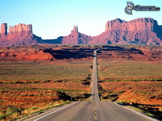 un chemin à travers Monument Valley, Monument Valley, Colorado, USA