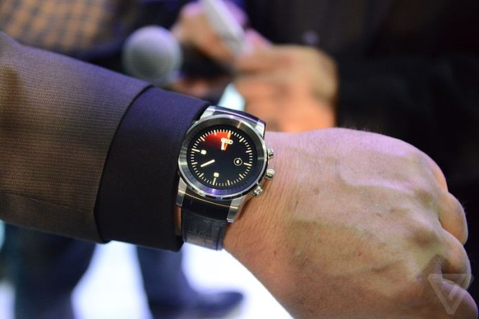 Mysterious-LG-smartwatch-spotted-at-CES-2015-2