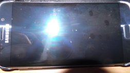 Galaxy-S6--amp-edge-scratched-by-Samsungs-Clear-View-case-7