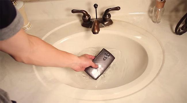 LG G4 water