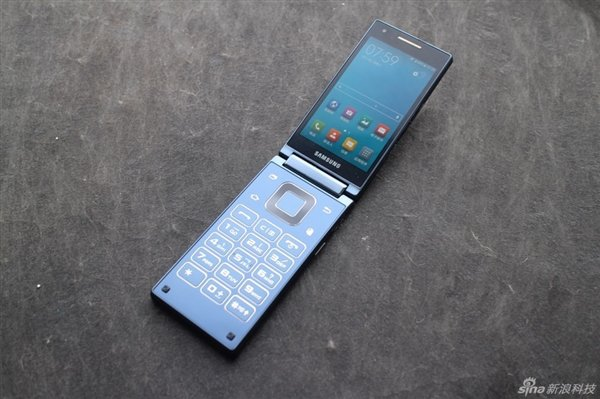 Samsung-SM-G9198-Android-clamshell-3