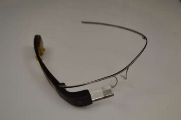 Images-of-the-Google-Glass-Enterprise-Edition-and-the-FCC-label-that-will-be-affixed-on-the-wearable.jpg-5