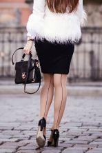 cieliste rajstopy ze szwem czarna spodniczka