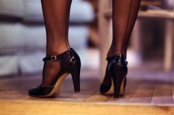 rajstopy ze szwem lakierowane buty na slupku