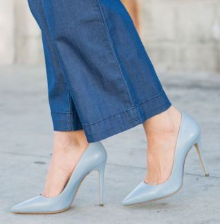 Sydne-Style-wears-M-Gemi-blue-leather-pointy-toe-pumps-for-spring-shoe-trends