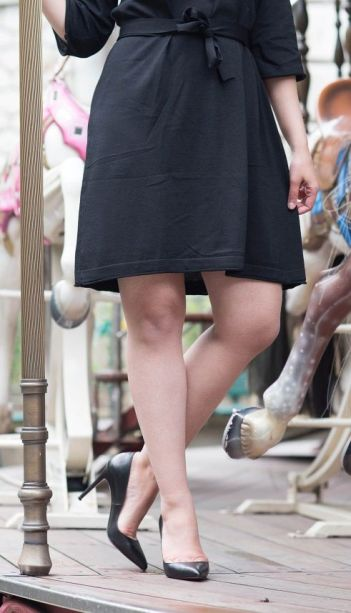 coco-and-vera-top-paris-fashion-blog-top-french-fashion-blog-top-blogger-street-style-metisu-dress-christian-louboutin-heels-le-carousel-de-montmartre