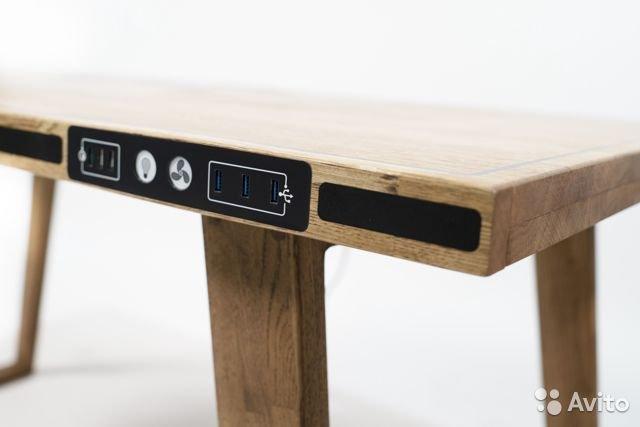 Стол с быстрой беспроводной зарядкой