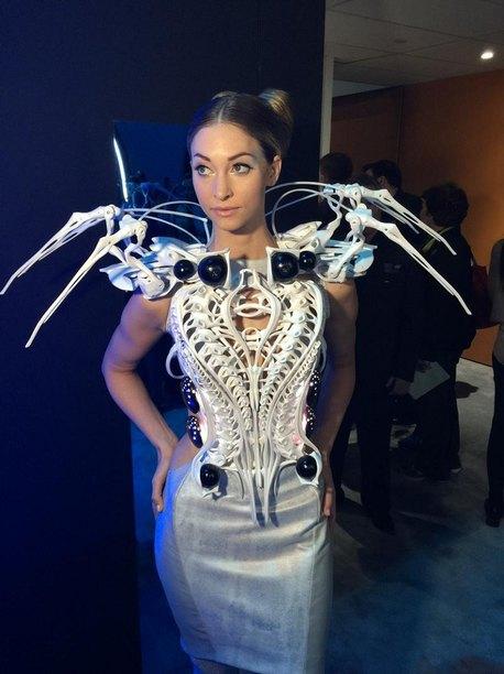 Роботизированное платье паук