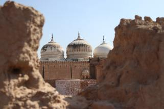 mosque-in-desert-valley