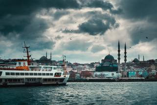 mosques-and-houses-on-river