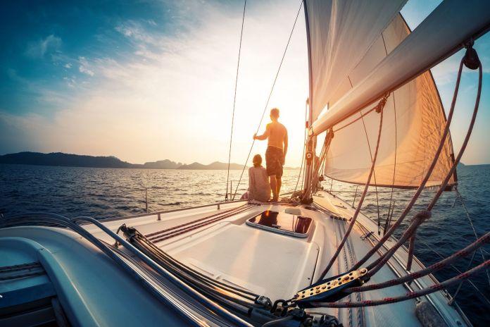 Personen segeln