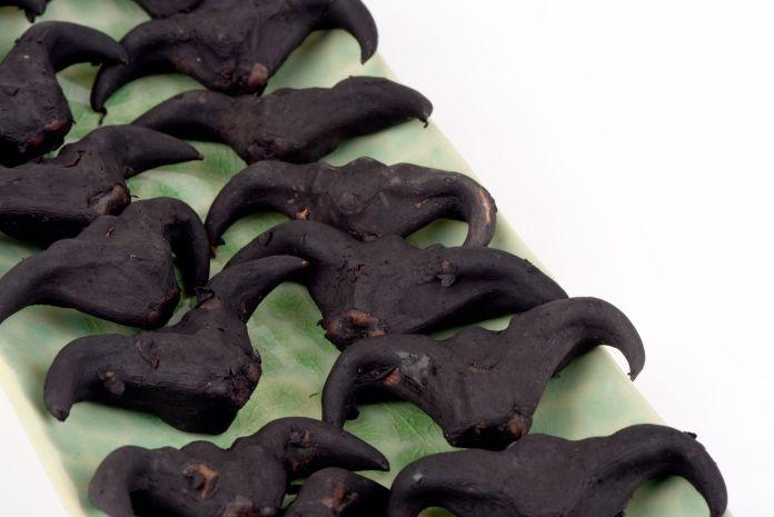 Schwarze Wassernüsse