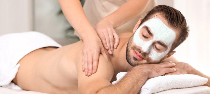 Gesichtsmaske mit Ejakulat als Inhaltsstoff