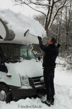 winter-wohnmobil-schnee