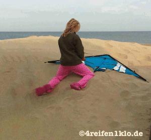 Den Lenkdrachen kann man sogar im Schlafanzug und Crocs aufbauen - morgens um 8 Uhr!